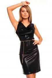 Sort kjole i skinnende stof