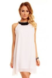 Hvid kjole med perler