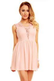 Lyserød kjole med blonder